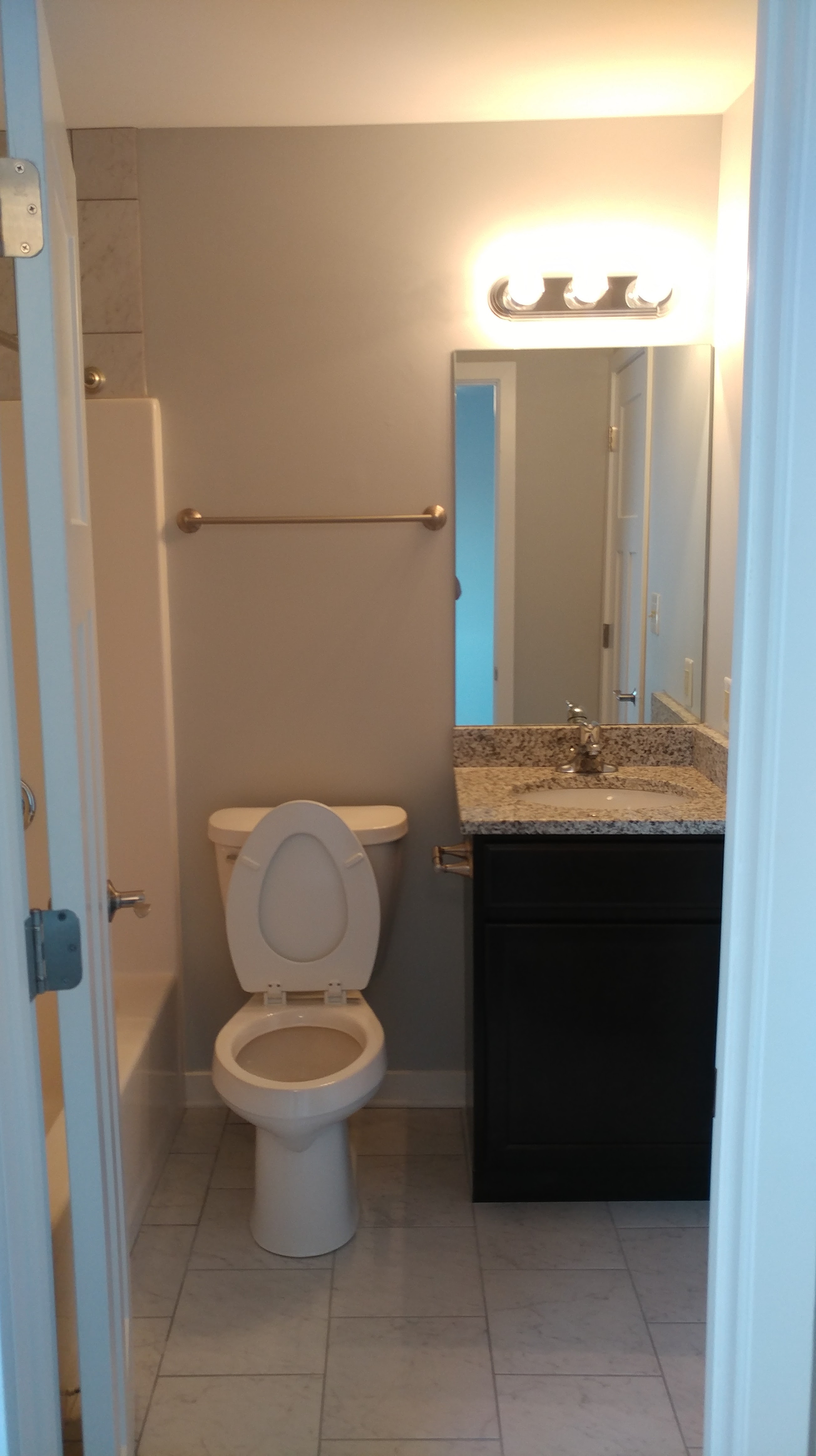 928-Regent-Remodeled-Bathroom2